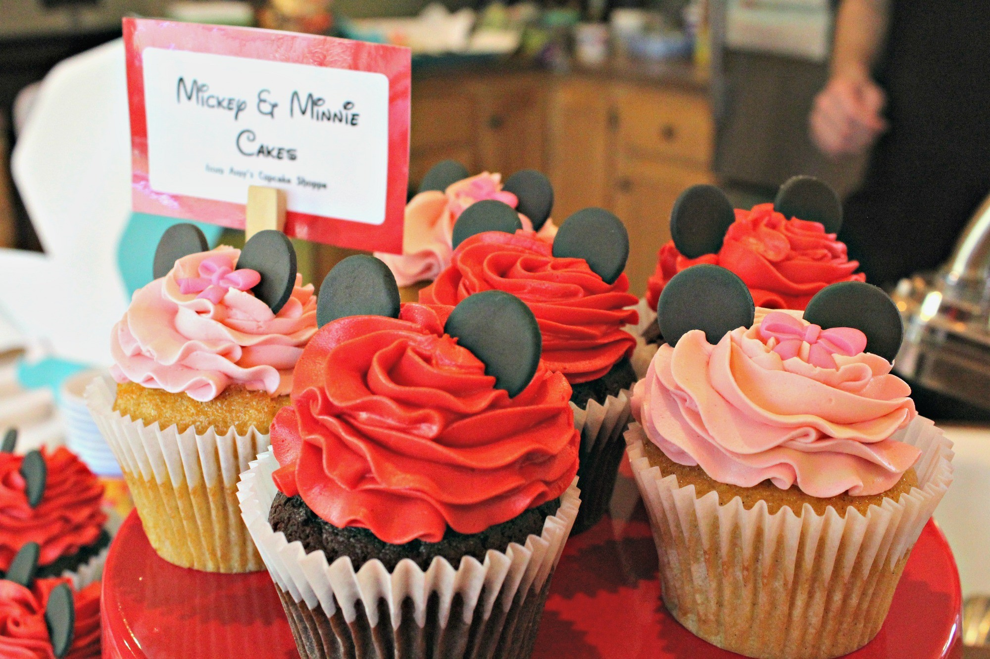 How to Throw a Disney Party with Minimal Crafting Skills: Mickey and Minnie Mouse Cupcakes from Amy's Cupcake Shoppe